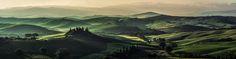 #TOSKANA #PANORAMA AM #MORGEN von Jean Claude Castor #landscape #landschaft #italy #italien #green #grün #morning