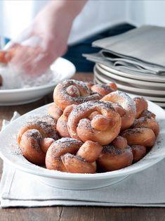 Ovarová mísa s křenem Czech Desserts, Pretzel Bites, Cereal, Breakfast, Food, Morning Coffee, Essen, Meals, Yemek