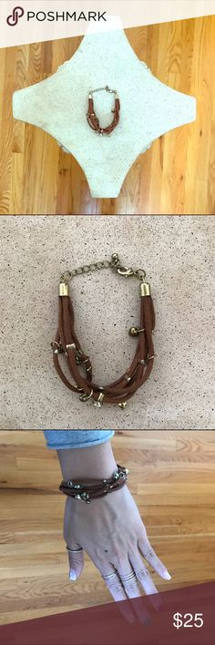 ✌️️(LIKE NEW) *KOREAN BRAND* BROWN SUEDE BRACELET Add a little boho chic to your outfit with this brown suede leather bracelet with gold details. Purchased in Korea and it's a beautiful piece to instantly accessorize your look. Clasp details for adjusting Korean Brand Jewelry Bracelets