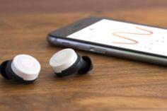 Doppler Labs et ses oreillettes sans-fil vont vous offrir l'ouïe augmentée en filtrant certains sons tout en amplifiant d'autres.. ||| http://www.dopplerlabs.com/about ||| https://www.kickstarter.com/projects/dopplerlabs/here-active-listening-change-the-way-you-hear-the