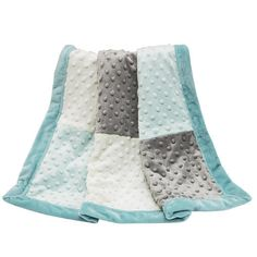 The Uptown Giraffe Blanket is made of super-soft plush and features a modern patchwork of gray, white, and mint. The Peanut Shell Uptown Giraffe Blanket is sure to keep your little one comfortable. This product is machine washable.