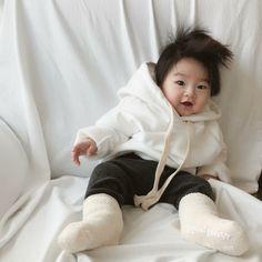 #KoreanBaby #SoCute #CuteBaby#Cuteboy #Ulzzangkid #Babyboy #Littlebaby #Ulzzangbaby #Ulzzangcouple Twin Baby Boys, Cute Baby Boy, Cute Little Baby, Twin Babies, Little Babies, Cute Boys, Cute Asian Babies, Korean Babies, Asian Kids