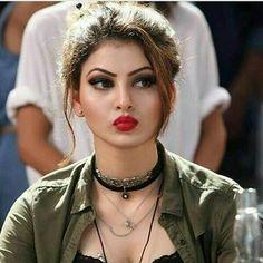 Urvashi Rautela Indian Celebrities, Bollywood Celebrities, Beautiful Celebrities, Beautiful Actresses, Indian Bollywood Actress, Bollywood Girls, Beautiful Bollywood Actress, Indian Actresses, Bollywood Style