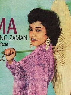This is a very famous advertisement photo of hers. Old Pictures, Old Photos, Vintage Photos, Famous Advertisements, 60s Art, Kebaya, Heritage Image, Powerful Women, Vintage Posters