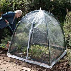 Gebruik deze cloche over de bovenkant van de Popadome (43858) aan jonge zaailingen en gevestigde planten te beschermen tegen vorst en fungeert tevens als een mini-kas om de planten in een warmere omgeving te houden.