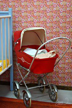 Suvikukkasia: Kyllästyttääkö valkoinen ja harmaa? Good Old Times, Retro Home, Old Toys, Finland, Childhood Memories, Koti, Baby Strollers, Retro Vintage, Nostalgia