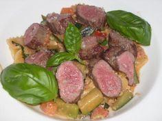 Lammfilet auf Farfalle mit Zucchini-Tomaten-Sahne-Sauce #Rezept