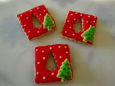 Galletas decoradas Navidad – Welcome My World Christmas Biscuits, Christmas Tree Cookies, Xmas Cookies, Iced Cookies, Christmas Sweets, Christmas Goodies, Cupcake Cookies, Christmas Baking, Christmas Fun