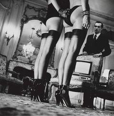 http://3.bp.blogspot.com/-wtuRYS86gDk/T43evKPYLpI/AAAAAAAAAFY/hhcYHaKYy-w/s1600/Two+pairs+of+legs+helmut+newton.jpg