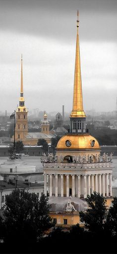 St Petersburg, Russia - the Peter and Paul Fortress cathedral (L) and the spire of the Admiralty Building (R) Places Around The World, Travel Around The World, The Places Youll Go, Places To See, Around The Worlds, St Pétersbourg Rússie, Wonderful Places, Beautiful Places, Russian Architecture