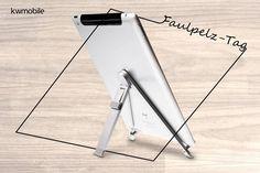 """Alle Faulpelze aufgepasst! Heute habt dir die optimale Ausrede um genüsslich nichts zu tun. Denn heute ist der Faulpelz-Tag! Für alle die selbst zu """"schwach"""" sind um heute ihr Tablet zu halten haben wir die perfekte Lösung.  Den Link findet ihr in der Bio und hier: http://ift.tt/2aKU36J  #tabletständer #faulenzen #kwmobile #nichtstun #faulpelz #tablet #nützlich #halterung #ipad #apple #pad #faulpelztag"""