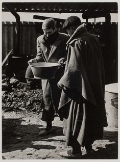 Men prepare food at an internment camp for Spanish refugees, Le Barcarès, France, March 1939//Robert Capa Magnum Photos, Light And Shadow, Civilization, Old Photos, 1930s, Spanish, War, France, Pictures