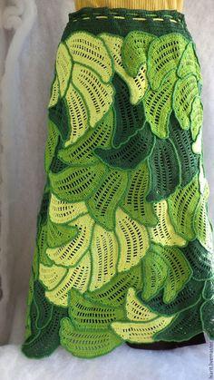 Купить или заказать Юбка 'Лето' в интернет-магазине на Ярмарке Мастеров. Яркая. ажурная юбка в зелёной цветовой гамме связана крючком из листьев в технике ирландского вязания и сшитая в единое полотно. Юбка рассчитана для дам с обхватом по бёдрам 100 см. Юбку можно носить весной. летом и осенью. Она будет хорошо смотреться с однотонными трикотажными кофтами. Возможен зимний вариант. Freeform Crochet, Irish Crochet, Crochet Motif, Crochet Doilies, Crochet Lace, Crochet Stitches, Crochet Jumper, Crochet Skirts, Crochet Collar