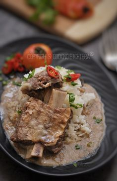 Nasi Gandul, is a special Indonesian food from center of java, its a ribs stew served in the top of warm white rice. Malaysian Cuisine, Malaysian Recipes, Malaysian Food, Indonesian Cuisine, Indonesian Recipes, Asian Recipes, Asian Kitchen, White Rice, Asian Cooking