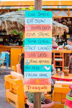 Tranquilo ethical bar in Perissa, Santorini with colourful mantras and slogan signs on a board. Kamari Beach, Yard Party, Before I Sleep, Red Beach, Home Remodeling Diy, Beach Bars, Beach Holiday, Beach Themes, Travel Around