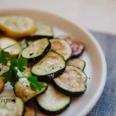 Air Fryer Cooking Times • Air Fryer Recipes & Reviews   AirFrying.net Zucchini Onion Recipe, Onion Recipes, Freezing Yellow Squash, Emeril Air Fryer, Air Fryer Cooking Times, How To Cook Ribs, Kitchen Measurements, Air Fryer Recipes Easy