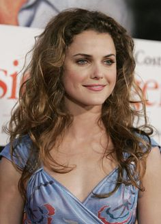Keri Russell has always boasted some of the best natural texture, like this unfussy spray of curls that has sexy bedhead appeal. If you're not blessed with waves, try spritzing some salt spray in your hair and sleeping in a braid. Fine Curly Hair, Haircuts For Curly Hair, Easy Hairstyles For Long Hair, My Hairstyle, Cool Haircuts, Long Curly, Curled Hairstyles, Fine Hairstyles, Medium Curly
