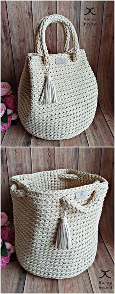 Crochet Bag Tutorials, Crochet Crafts, Crochet Patterns, Free Crochet Bag, Crochet Boots, Handbag Tutorial, Diy Handbag, Crochet Handbags, Crochet Purses