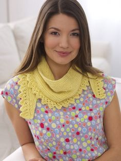 "Free Pattern - A stylish and easily-removable ""shawlette"" will help keep you warm and fashionable! #knit #shawl"