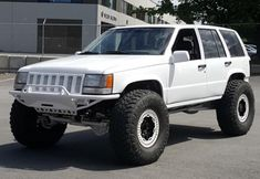 One of my favorite new builds by toyo stickies. by grand_crew Jeep Zj, Jeep Truck, Jeep Grand Cherokee Zj, Jeep Baby, White Jeep, Jeep Camping, Classic Ford Trucks, Jeep Mods, Cool Jeeps