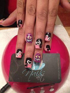 Perfect NYE nail art - http://yournailart.com/perfect-nye-nail-art/ - #nails #nail_art #nail_design #nail_polish
