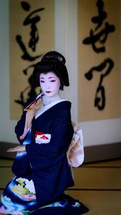 Japanese Geisha, Japanese Beauty, Japanese Kimono, Vintage Japanese, Asian Beauty, Traditional Japanese Art, Traditional Dresses, Kyoto, Kabuki Costume