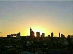 Horizonte da Vila Santa Isabel, São Paulo, diante do por do sol, visto da Rua Vacanga, Vila Formosa. Colaboração: Néia Cavalcanti