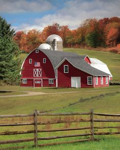 A patriotic farm in upstate New York. Country Fences, Country Barns, Country Life, Country Living, Barn Pictures, Scenery Pictures, Beautiful Buildings, Beautiful Landscapes, American Barn