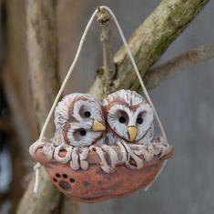 Baby barn owls walnut nest by snoozes on Etsy 17 00 Clay Owl, Clay Birds, Pet Birds, Baby Barn Owl, Barn Owls, Little Barn, Owl Bags, Owl Ornament, Ceramic Birds