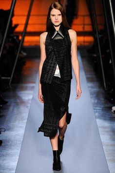 Roland Mouret Fall 2014 Ready-to-Wear Collection Slideshow on Style.com