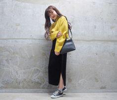 ▽ / by asami 新作のベロアのサイドラインタイトスカートです ! 両サイドにスリットも入っていて履きやすさも抜群! シンプルなアイテムにプラスで取り入れるだけでググッとトレンド感が出ます ♡