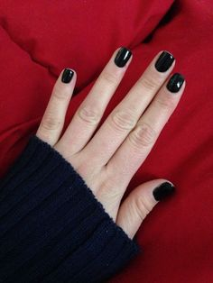 Black nails are very elegant and sophisticated. They are suitable for any event or occasion. You can wear them any time of the year and you will completely stylish and elegant. In this post, we have g Black Gel Nails, Short Gel Nails, Sns Nails, Black Nail Art, Black Nail Polish, Dark Nails, Acrylic Nails, Black Nails Short, Stiletto Nails