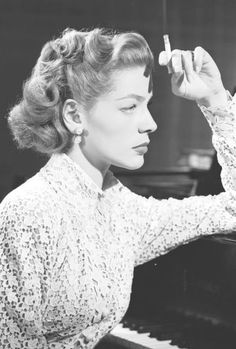 Lauren Bacall, Young Man With a Horn Old Hollywood Stars, Golden Age Of Hollywood, Vintage Hollywood, Classic Hollywood, Lauren Bacall, Vintage Glamour, Vintage Beauty, Bogie And Bacall, Classic Actresses