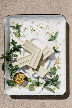 Pistachio Mint Ice Cream Pops Popsicles for by Faring Well {Vegan} Ice Cream Pops, Mint Ice Cream, No Churn Ice Cream, Ice Pops, Ice Cream Desserts, Frozen Desserts, Ice Cream Recipes, Frozen Treats, Gelato