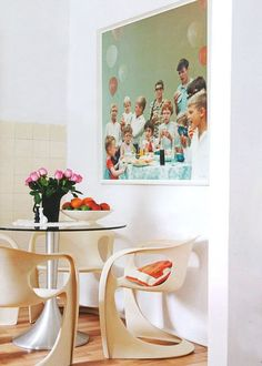 Big Appetite: 20 Dining Rooms With Large Scale Art
