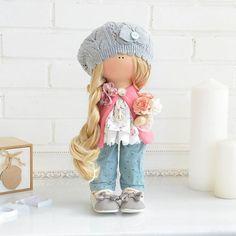 Куколка выполнена на заказ. 〰〰〰〰〰〰〰〰〰〰〰〰〰 #интерьернаякукла #красавица#зара#хэндмэйд #ялюблюсвоюработу #текстильнаякукла #коллекционнаякукла #своимируками #кукларучнойработы#подарок #шитье#тильда#выставка #мк#кукла#мими#наряд#цветы#куколка#моякуколка #дизайн