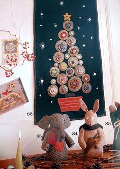 Christmas tree wall hanging. yo-yos and felt yoyo, wall hangings, quilt, altern tree, christma tree, yoko saito, christmas tree wall hanging, christmas trees, christmas wall hanging