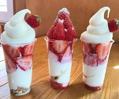 Discovered by ♡. Find images and videos about food, yummy and delicious on We Heart It - the app to get lost in what you love. Cute Desserts, Delicious Desserts, Dessert Recipes, Dessert Food, I Love Food, Good Food, Yummy Food, Food Goals, Banana Split
