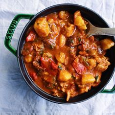 Spanish Chicken, Chorizo & Potato Braise: Spanish Recipes - - Given we can't all be gallivanting around the Basque/Spanish/Catalan boarders, we have to create our own sense of delicioso at home and I'm OK with that. Chicken Chorizo Recipe, Spanish Chicken And Chorizo, Chicken Recipes, Potato Recipes, Spanish Stew Chicken Recipe, Spanish Pork, Spanish Meals, Spanish Tapas, Tostadas