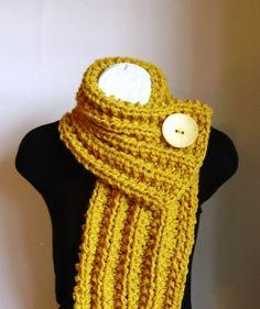 Mustard Yellow Chunky Knit Cowl. kesemple