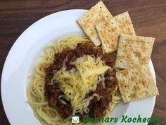 Cincinnati Chili mit Spaghetti, Käse und Crackern - #Rezept