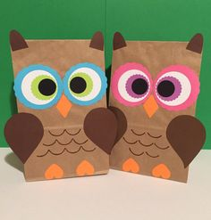 Owl birthday party bags / try by PlanningWithJacen - buhos - Halloween Crafts For Kids, Fun Crafts For Kids, Preschool Crafts, Art For Kids, Paper Bag Crafts, Owl Crafts, Kites Craft, Birthday Party Treats, Homemade Books
