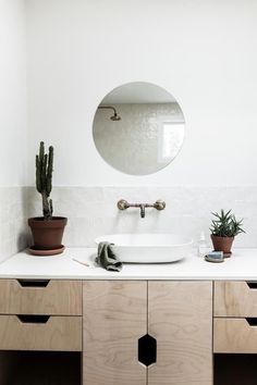 A Byron Bay bungalow updated with hygge style Zen Bathroom, Wooden Bathroom, Bathroom Shelves, Bathroom Fixtures, Bathroom Furniture, Small Bathroom, Bathroom Vanities, Bathroom Cabinets, Bathroom Ideas