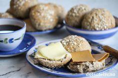 Lettvinte havrerundstykker | Det søte liv Norwegian Food, Yeast Rolls, Granola, Chocolate Chip Cookies, Fudge, Bread Recipes, Chips, Clock, Muesli