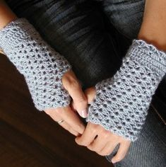 One of the very, very few fingerless glove patterns that does not resemble a colorful orthopedic wrist brace. Would love to find one with a thumb gusset, though.
