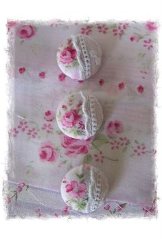 got leftover buttons, piece of fabric and, or lace and paper scraps? THEN->create pretty covered buttons! Fabric Crafts, Sewing Crafts, Sewing Projects, Button Art, Button Crafts, Fabric Covered Button, Covered Buttons, Creation Deco, Heirloom Sewing