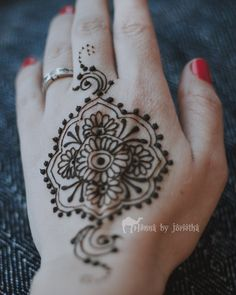 Floral Natural Henna / Mehndi for hand . Henna by Jorietha Henna Arm, Hand Henna, Henna Mehndi, Hand Tattoos, Natural Henna, Floral, Instagram, Henna Hands, Flowers