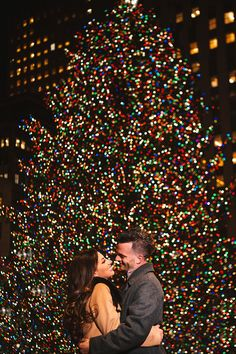 Park & Rockefeller Center Engagement : Lucia & John - Custom by Nicole P. Central Park & Rockefeller Center Engagement : Lucia & John - Custom by Nicole P. Christmas Tree Tumblr, Christmas Tree Drawing, New York Christmas, Christmas On A Budget, Christmas Engagement Photos, Family Christmas Pictures, Christmas Couple, Rockefeller Center, Christmas Photography Couples