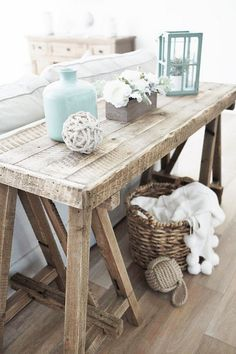 Top Rustic Coastal Decorating Ideas Simple Home Decor decoratingideas decoration decoratingtips Funky Home Decor, Beach House Decor, Home Decor Styles, Cheap Home Decor, Diy Home Decor, Beach Houses, Living Room Decor Beach, Beach Chic Decor, Rustic Decor