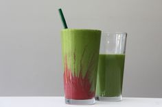Electrifying Green Recovery Smoothie is a green recovery smoothie made with Vega Recovery Accelerator with a strawberry twist. Best Smoothie Recipes, Yummy Smoothies, Juice Smoothie, Green Smoothies, Low Calorie Drinks, Healthy Drinks, Healthy Nutrition, Post Workout Smoothie, Plant Based Eating